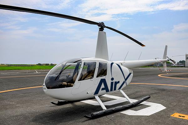 このヘリコプターは、お客様が2名様まで搭乗できる機種です。
